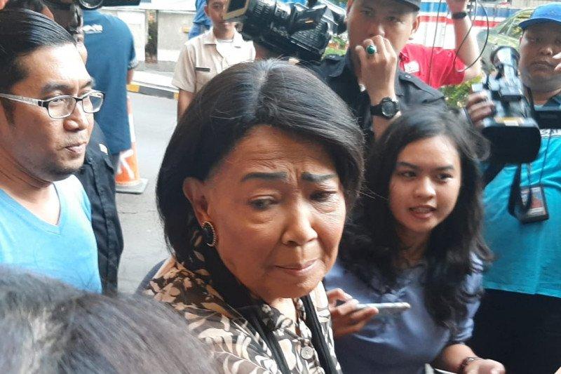 Rima Melati mengaku sedih usai jenguk Habibie