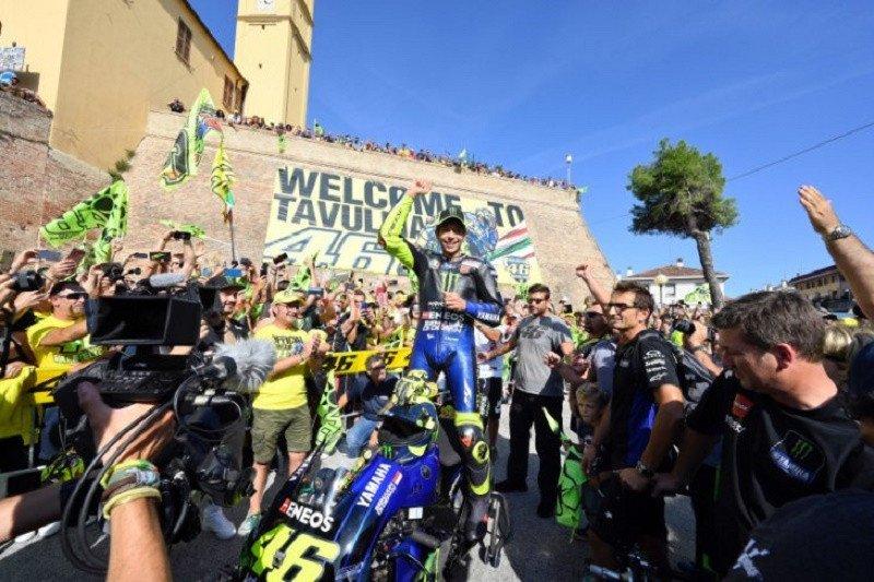 Valentino Rossi mudik bawa motor M1 ke kampung