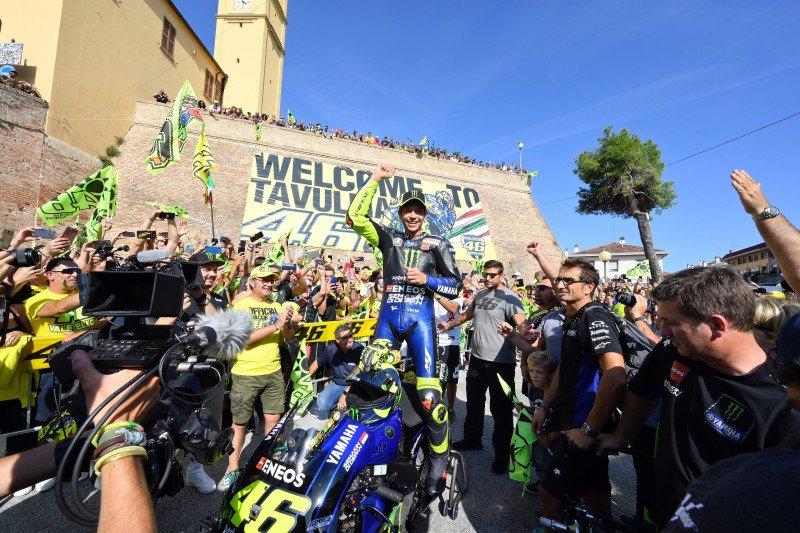 Valentino Rossi mudik bawa motor M1 ke kampung halamannya di Tavullia