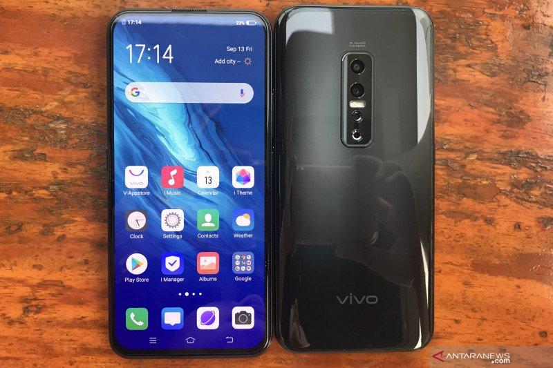 Vivo memamerkan V17 Pro dengan dua kamera swafoto