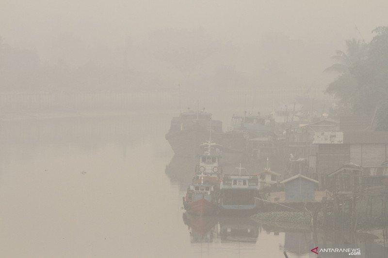 Pesawat kepresidenan  mendarat di tengah kabut asap karhutla