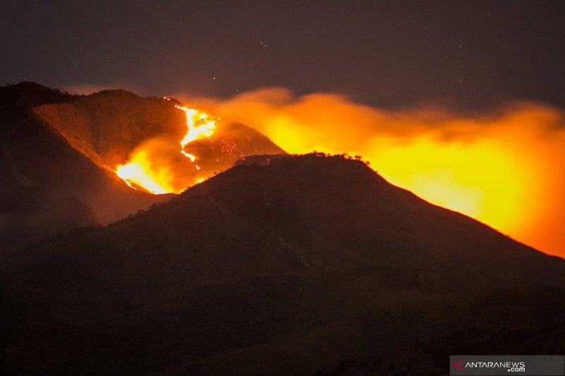 Ganjar minta sukarelawan antisipasi kemunculan titik api di Gunung Merbabu