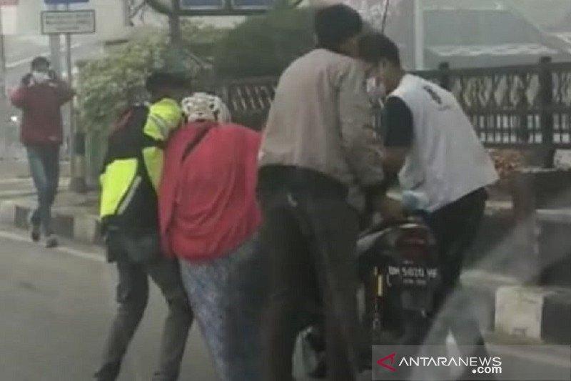 Akibat kabut asap, Seorang wanita di Dumai mendadak lemas di jalan