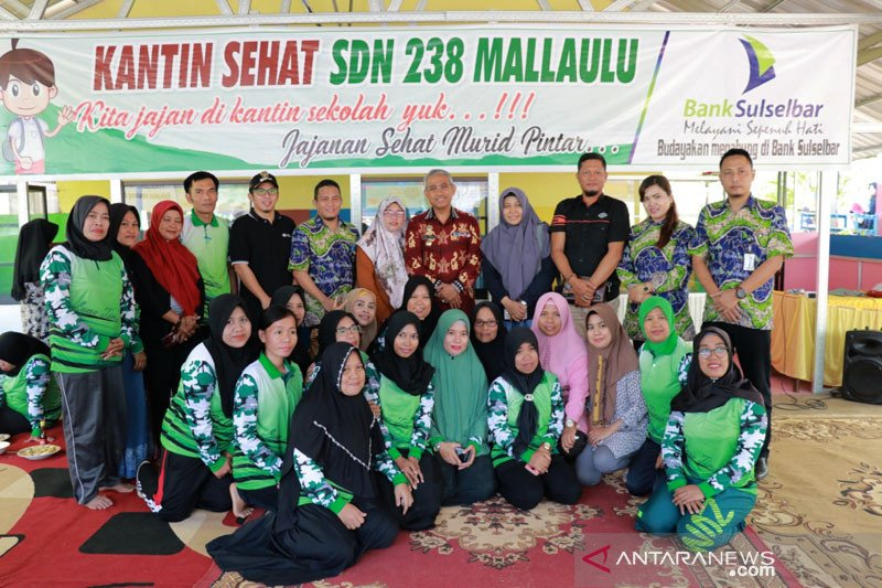 Bupati Lutim resmikan Kantin Sehat SDN 238 Mallaulu