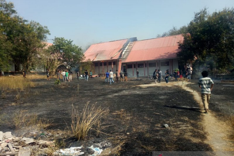 Dua gedung perkuliahan Untad terbakar