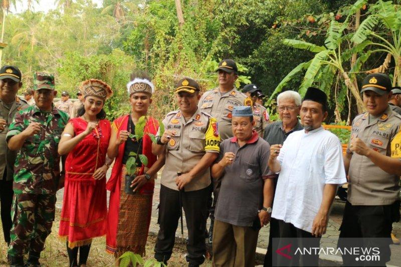 Polres Tanjungpinang tanam ratusan pohon di Pulau Penyengat