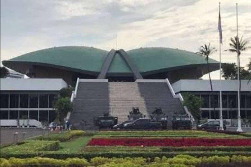 DPR pertanyakan langkah Kemenkumham masih bolehkan WNA China masuk Bintan