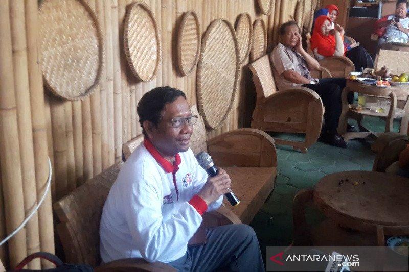 Mahfud MD: Pimpinan KPK tidak bisa mengembalikan mandat ke Presiden