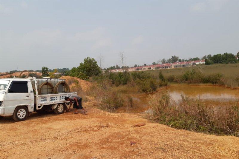 Pedagang di Tanjungpinang jual air dari limbah bauksit
