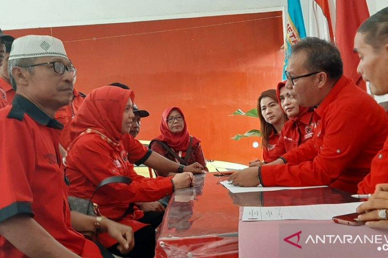 Anna mendaftar sebagai calon wali kota di PDIP Metro Lampung