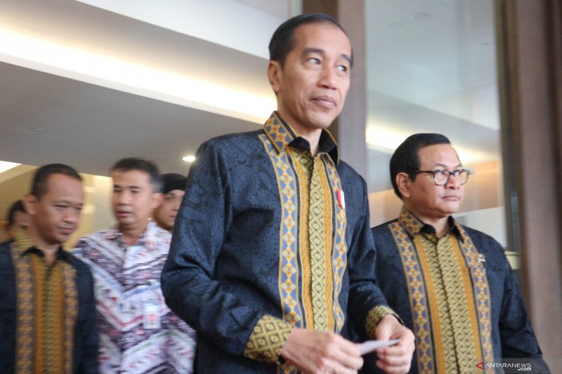 Jokowi tegaskan tak ada pengembalian mandat pimpinan KPK