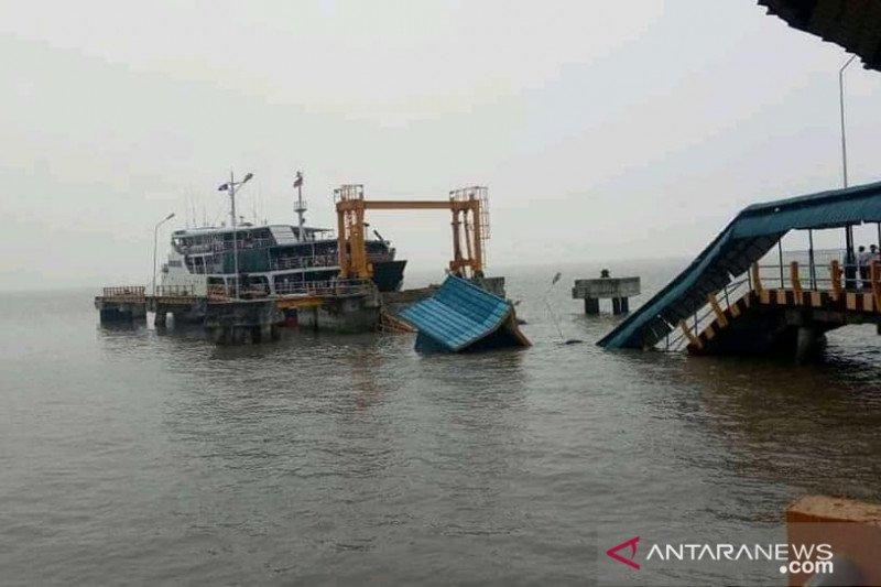 Roro Batam-Riau berhenti beroperasi  karena dermaga roro Mengkapan roboh