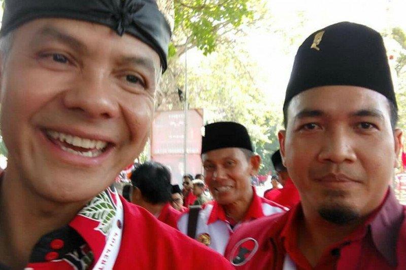 Dua bakal calon ambil formulir pendaftaran Bupati Lampung Timur lewat PDIP