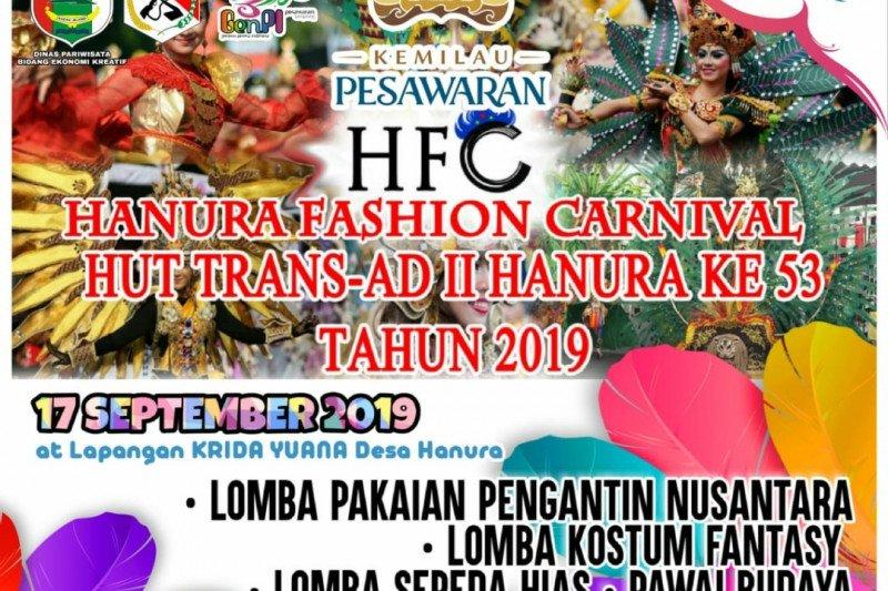 Desa Hanura gelar festial pakaian