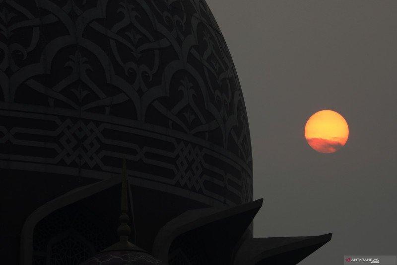 WNA di Malaysia masih dilarang  shalat berjamaah di masjid