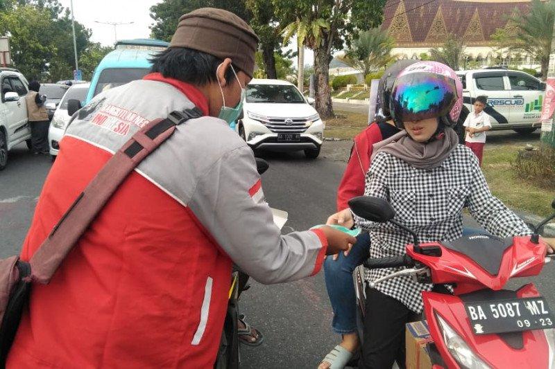 Garbi Sumbar bagikan masker di Padang
