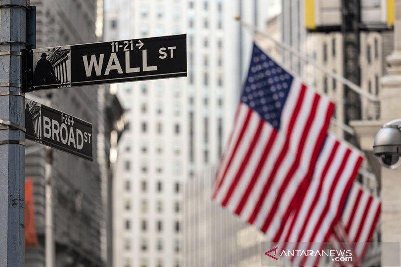 Saham-saham Wall Street jatuh di tengah pidato Powell dan data ekonomi suram