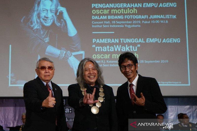 Empu Ageng untuk sang maestro foto jurnalistik Indonesia