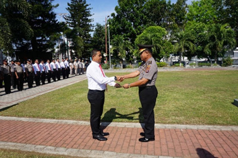Sepuluh personel berprestasi dapatkan penghargaan dari Kapolres Bitung