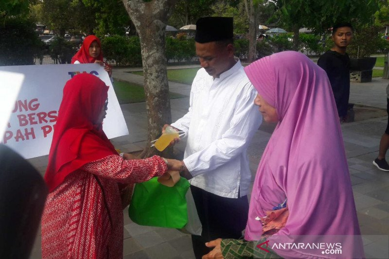 Istri karyawan pengelola Borobudur kampanye kurangi plastik