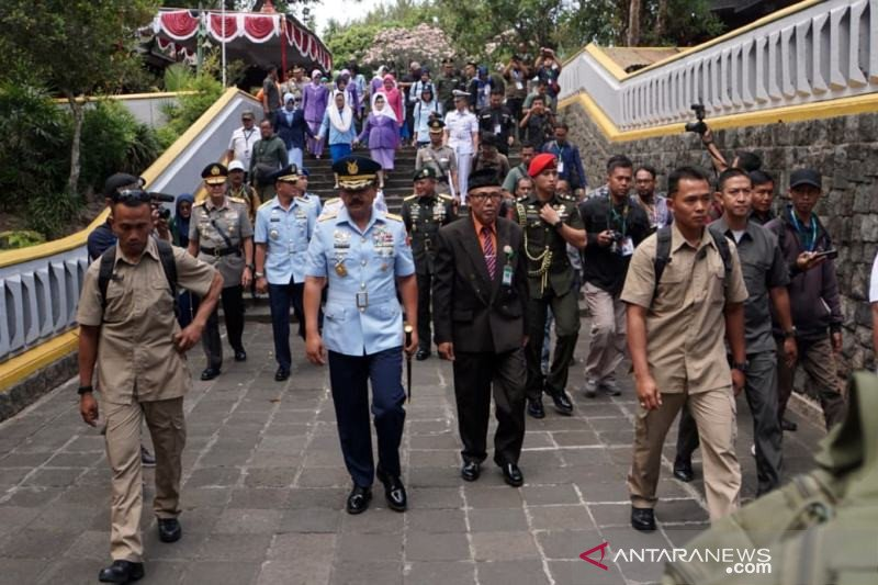 Panglima TNI berziarah ke makam Presiden kedua RI Soeharto