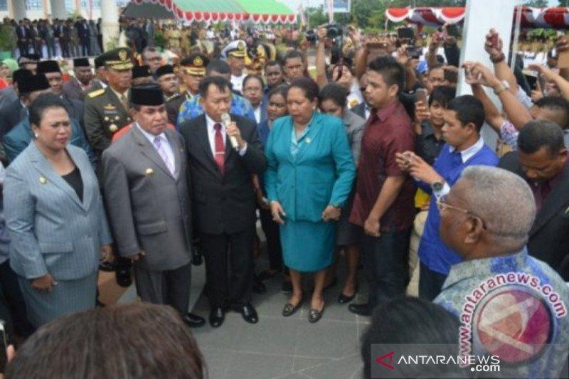 Abraham Atururi, mantan Gubernur Papua Barat wafat
