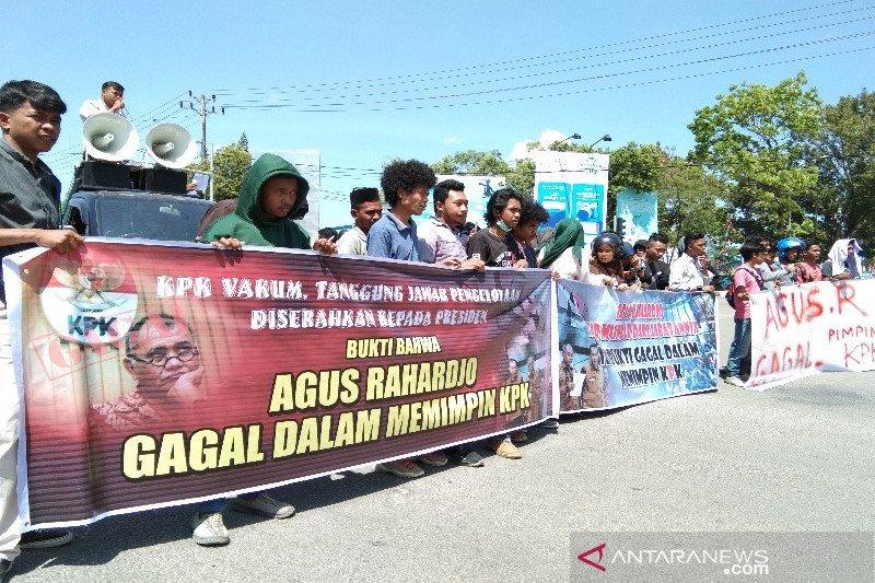 Di Kendari, mahasiswa desak Ketua KPK mundur