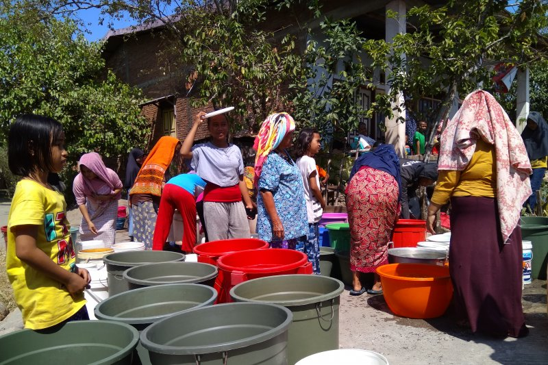 BPBD Maros salurkan air bersih bagi warga terdampak kekeringan