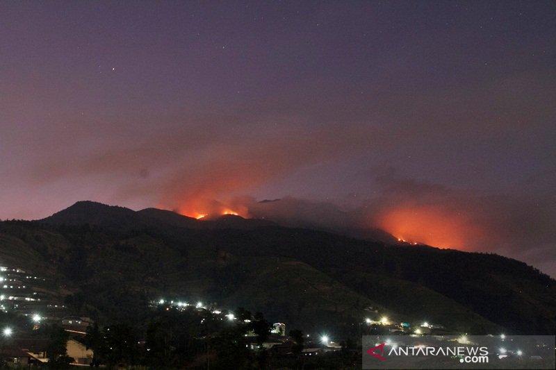 Kebakaran hutan Merbabu sisakan titik api di Ampel