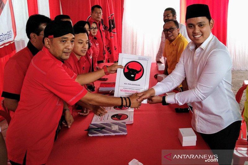 Dico, suami Chacha Frederica, mendaftar bakal calon Wakil Bupati Semarang