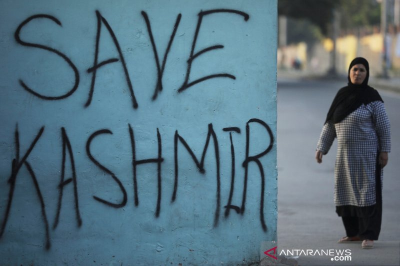 Dua tewas, beberapa terluka akibat serangan granat di Kashmir