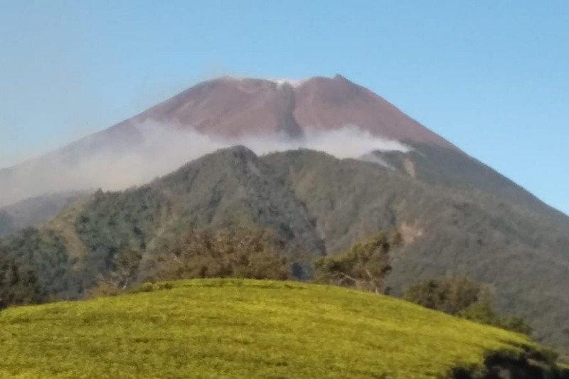 Titik api kembali muncul di lereng selatan Gunung Slamet