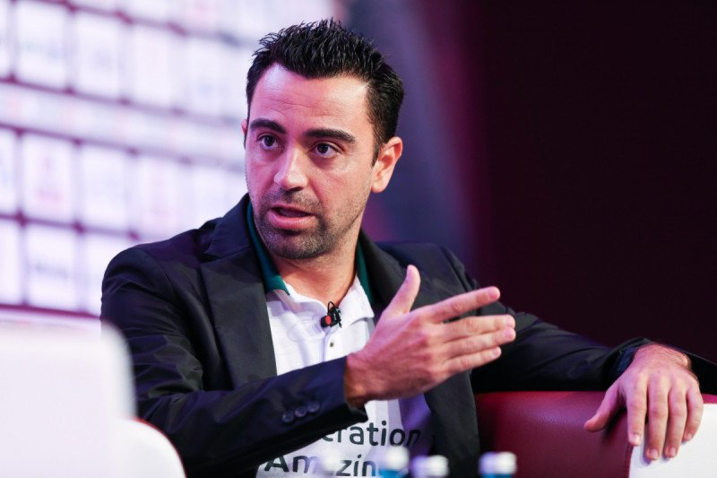Xavi siap latih Lionel Messi cs