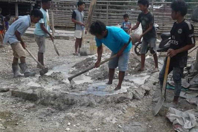 Pemerintah bantu warga miskin di Sumba Tengah bangun rumah layak huni