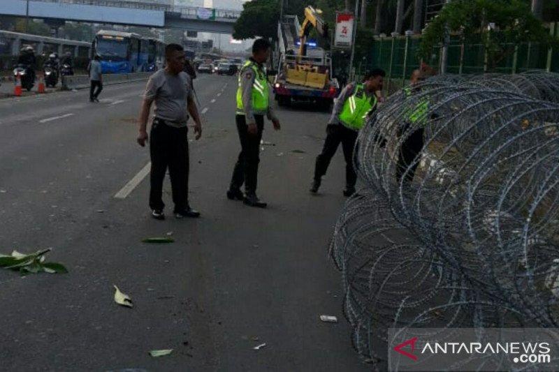 Polda Metro Jaya pasang kawat berduri antisipasi aksi anarkis tolak RKUHP