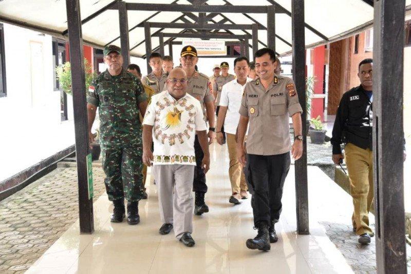 Gubernur Papua perintahkan ini kepada 5 ribuan pengungsi di Wamena