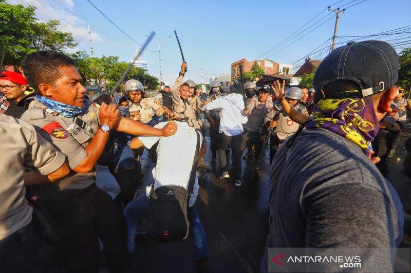 AJI Makassar  kutuk tindak kekerasan polisi kepada tiga jurnalis