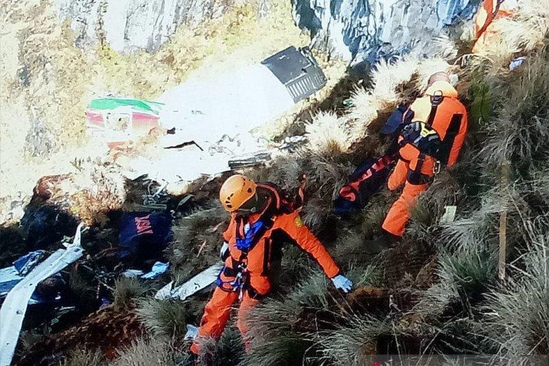 Jenazah korban kecelakaan pesawat Twin Otter dievakuasi ke RSUD Mimika