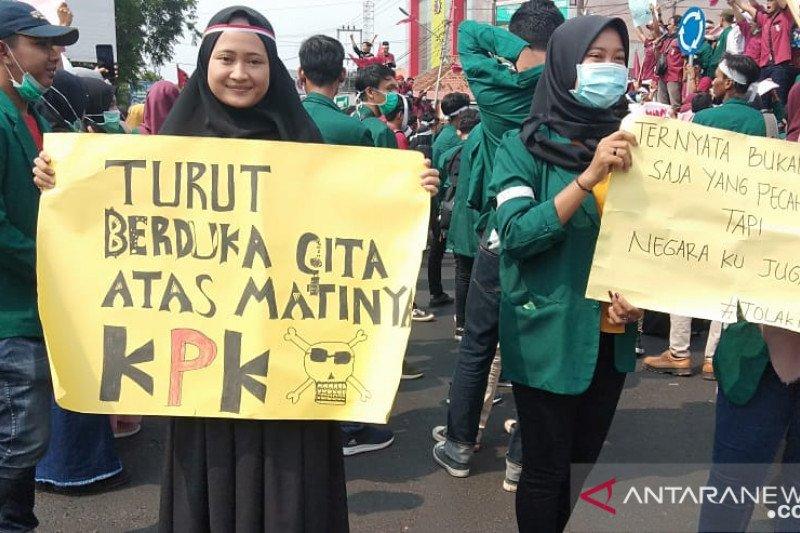 Tolak revisi UU KPK dan RUU KUHP, mahasiswa gelar aksi damai di Metro