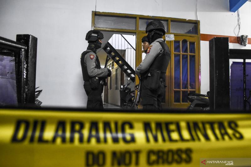 Tempat tinggal terduga teroris di Bandung digeledah Densus 88