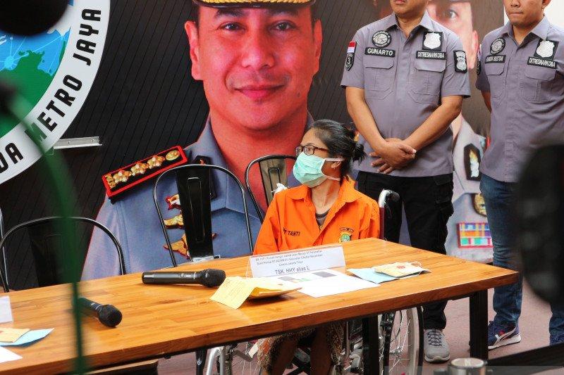 Putri Sri Bintang Pamungkas yang tersangkut narkoba adalah anak tiri