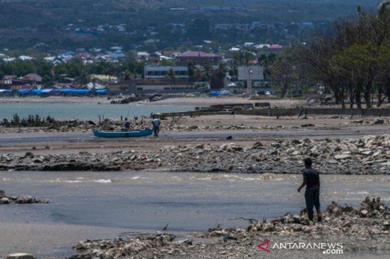 Pantai Teluk Palu setahun setelah tsunami