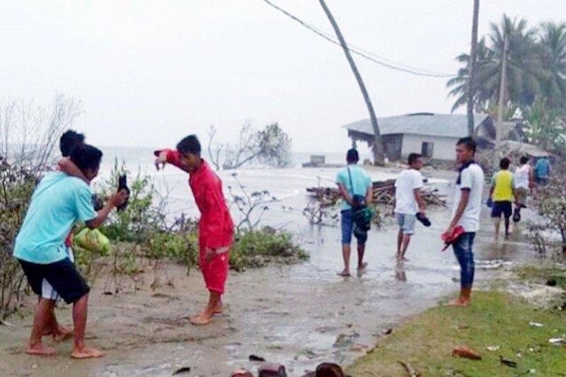 15 Kepala Keluarga di Pesisir Selatan mengungsi akibat air laut pasang