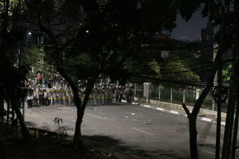 Demo DPR ricuh, terdengar bunyi ledakan beruntun