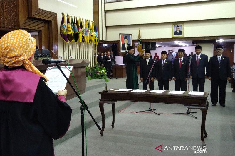 Ganjar ajak anggota DPRD cermati situasi politik nasional