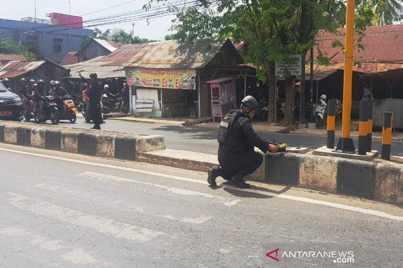 Warga Banjarmasin dihebohkan tas diduga berisi bom di depan Markas Brimob