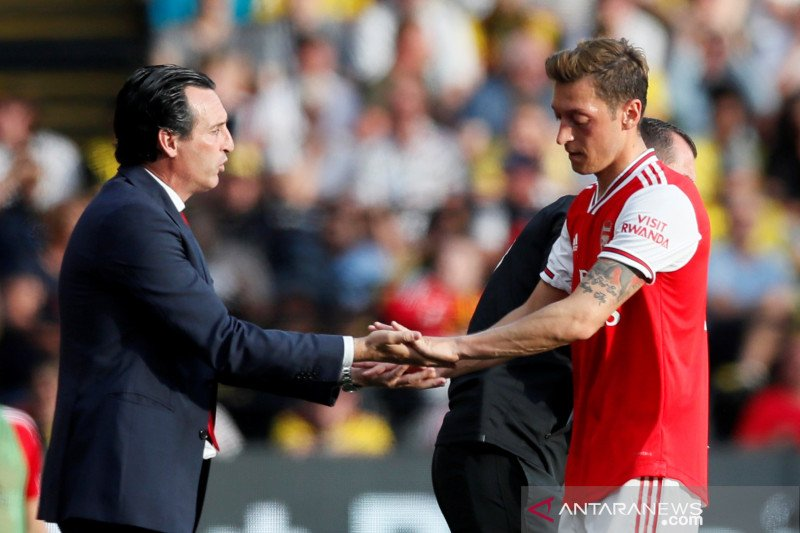 Dianggap menguras keuangan klub, Ozil terancam keluar dari Arsenal