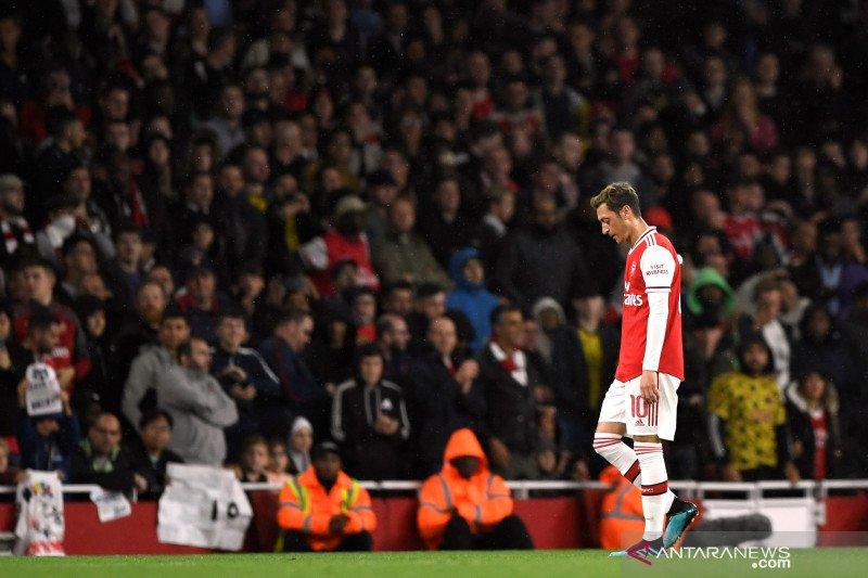 Emery sebut  Mesut Ozil tak layak bermain untuk Arsenal