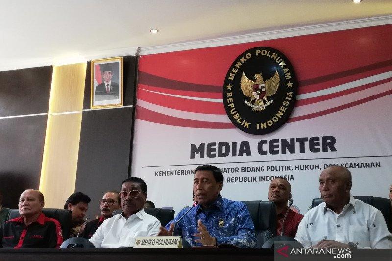 Wiranto: Bantuan bagi pengungsi gempa Ambon terus ditambah