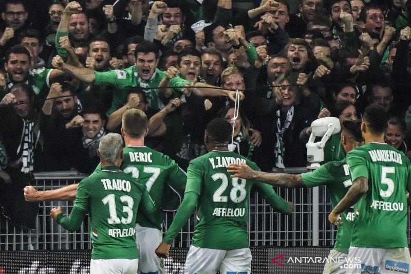 Lyon kalah menyakitkan di markas Saint-Etienne